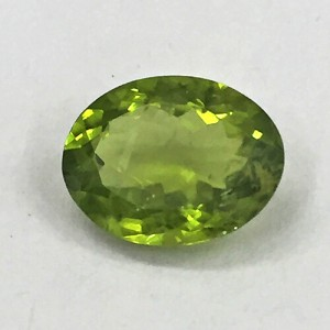 4.7 Carat/ 5.22 Ratti  Natural Peridot Gemstone